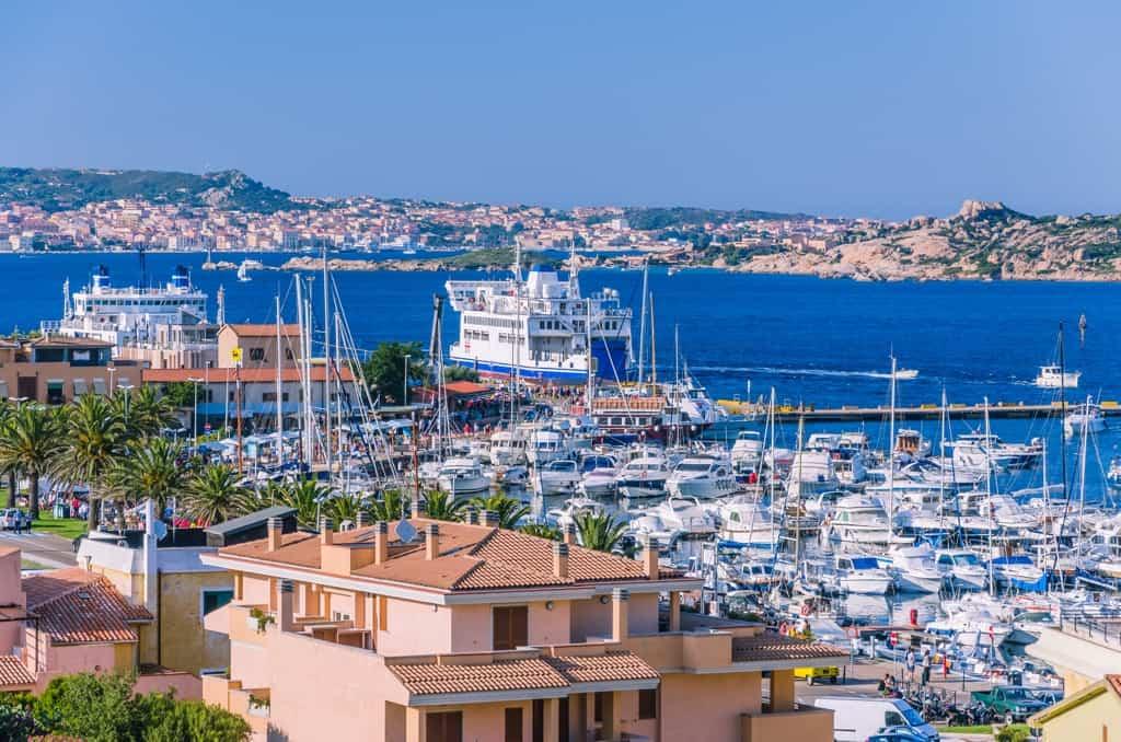 Hafen von Sardinien